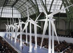 Scénographie à couper le souffle chez Chanel pour le défilé printemps été 2013