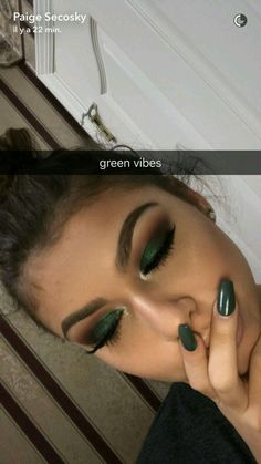 "dark green eye makeup History of eye makeup ""Eye care"", quite simply, ""eye make-up"" happens Cute Makeup, Gorgeous Makeup, Pretty Makeup, Prom Makeup, Skin Makeup, Eyeshadow Makeup, Green Eyeshadow, Fall Eyeshadow Looks, Fall Eye Makeup"