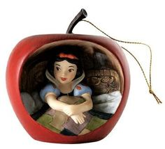 'Sweet Surprise' - Snow White ornament (WDCC) from Fantasies Come True