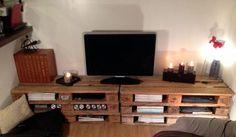 Récupération de palettes pour un grand meuble TV DIY http://www.homelisty.com/meuble-en-palette/