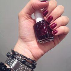 """a coleção nova da @essiebrasil tá incrível! esse é o """"toggle to the top"""", um vermelho com emoção (purpurina) - meu novo amor! ❤️"""