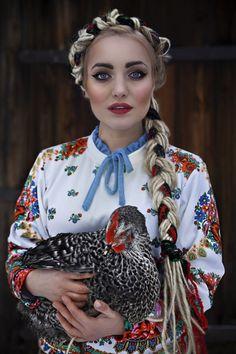 folk sweatshirt :: #folk #pakamera #fashion #designers  :: Bluza White Folklore