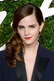 British Fashion Awards The Best Celebrity Beauty Looks on the Red Carpet Emma Watson at the 20 Pixie Crop, Celebrity Short Hair, Celebrity Beauty, Hair Styles 2014, Short Hair Styles, Emma Watson Hair, Red Carpet Hair, Belle Beauty And The Beast, British Fashion Awards