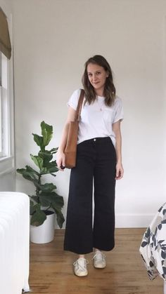 How to Style Wide Leg Crops While I'm a long-time fan of tried + true staples (ahem…skinny jeans), today I'm going to play a fun game to see if high rise cropped wide leg pants can earn a spot in my wardrobe… Wide Pants Outfit, Summer Pants Outfits, Cropped Trousers Outfit, Winter Outfits, Mode Outfits, Casual Outfits, Fashion Outfits, Hijab Casual, Jeans Fashion