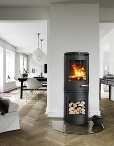 Morsø 7990 on high open base -- A streamlined, yet warmly folksy design from Morsø of Denmark. Scandi Home, Scandinavian Home, Fireplace Design, Simple Pleasures, Hearth, Stove, Home Improvement, Home And Garden, Home Appliances
