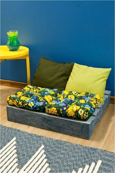 diy wood pallet sofa ideas decorate paint seat cushions – Home Decor Wooden Pallet Furniture, Recycled Furniture, Wood Pallets, Pallet Seating, Pallet Sofa, Pallet Lounge, Diy Sofa, Coin Palette, Classy Living Room