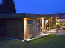 L\'abri en bois brut à double pente, avec double porte et double ...