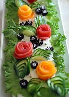 Pata Bird: Vegetarian sandwich cake for birthday parties Vegetable Decoration, Food Decoration, Salad Design, Food Design, Veggie Recipes, Vegetarian Recipes, Cooking Recipes, Veggie Food, Cooking Tips