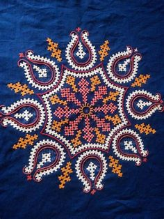 Peacock Embroidery Designs, Hand Embroidery Design Patterns, Kurti Embroidery Design, Hand Embroidery Videos, Hand Embroidery Flowers, Hand Work Embroidery, Creative Embroidery, Hand Embroidery Stitches, Embroidery Techniques