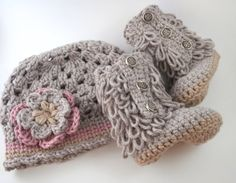 Crochet Baby Hats cute baby clothes, baby girl clothes, baby hat and booties, baby ugg boots, photo prop - Cute Baby Girl, Cute Babies, Baby Girls, Baby Blanket Crochet, Crochet Baby, Baby Uggs, Love Crochet, Easy Crochet, Baby Kids Clothes