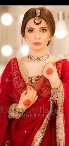 Beautiful Pakistani Dresses, Pakistani Formal Dresses, Pakistani Wedding Outfits, Pakistani Dress Design, Indian Outfits, Indian Gowns, Pakistani Bridal Hairstyles, Pakistani Bridal Makeup, Indian Bridal