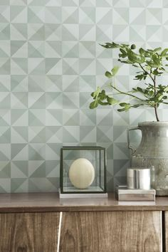 Tiny triangles form into a spectacular geometric on this olive green wallpaper that adds contemporary beauty to walls. Retro Wallpaper, Geometric Wallpaper, Wallpaper Samples, Pattern Wallpaper, Bauhaus, Olive Green Wallpaper, Feng Shui, Scandinavian Design, Modern Decor