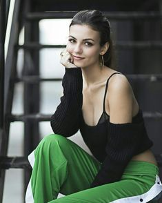 42 Hottest Victoria Justice Bikini Pictures Will Your Day A Win Victoria Justice, Beautiful Celebrities, Beautiful Actresses, Gorgeous Women, Vicky Justice, Hot Brunette, Poses, Bikini Pictures, Bikini Pics