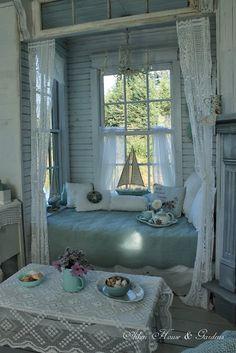 Shabby Chic.•°¤*(¯`★´¯)*¤° Shabby Chic.•°¤*(¯`★´¯)*¤°...Lovely shabby chic reading nook from Aiken House Gardens