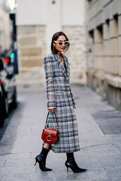 Street Style : Paris Fashion Week Womenswear Spring/Summer 2019 : Day Two Street Style 2018, New York Fashion Week Street Style, Fashion Week 2018, Spring Street Style, Spring Summer Fashion, Street Fashion, Fashion Show, Paris Fashion, Celebrity Style