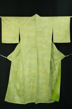 Light green komon, green grass and flower pattern / 薄緑色地 芝草地紋に小花柄 化繊小紋  #Kimono #Japan http://www.rakuten.co.jp/aiyama/