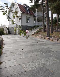Skiffer Offerdal fallande längder infart Paving Stones, Backyard, Patio, Front Entrances, Pathways, Garden Inspiration, Sidewalk, Villa, Flooring