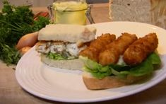 Baker brothers fish finger sarnies Home-made fish fingers are super-easy and freeze well, so make a large batch and keep them for a rainy day. Push the boat out and make your own tartare sauce as well Seafood Recipes, Cooking Recipes, Healthy Recipes, Healthy Food, Traditional English Food, Fish Finger, Cottage Pie, Kids Meals