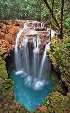 Cachoeira buraco do macaco em Bonito, Mato Grosso do Sul, Brasil