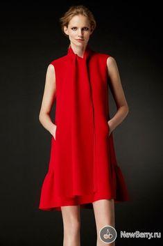 CH Carolina Herrera Evening - Fall Back to the elegant , 'simple' look ~ Yes ! Red Fashion, Runway Fashion, High Fashion, Fashion Dresses, Womens Fashion, Nice Dresses, Casual Dresses, Short Dresses, Summer Dresses