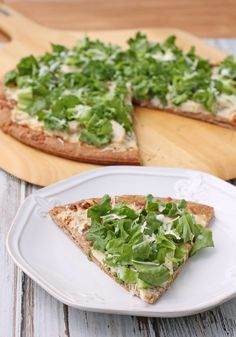 This Chicken Caesar Salad Pizza gives you crisp lettuce, nutty Parmesan, sliced chicken breast and tangy Caesar dressing – all on a pizza crust! Just 212 calories or 5 Weight Watchers points per slice. www.emilybites.com