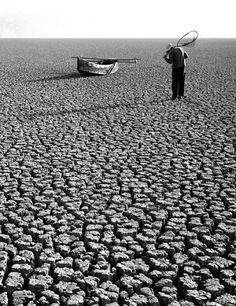 ΤάκIs Tloupas. Τέχνης Σύμπαν και Φιλολογία: Η Ελλάδα του Τάκη Τλούπα. Greece through the lens ...Η αποξηραμένη λίμνη Κάρλα 1962