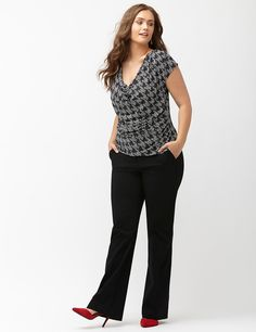Browse new & trendy plus size pants at Lane Bryant. Shop the latest styles in plus size pants today in sizes Trendy Plus Size Fashion, Womens Fashion For Work, Curvy Fashion, Look Fashion, Fashion Women, Fashion 2018, Fashion Online, Plus Size Suits, Dress Plus Size