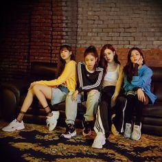 Blackpink x Adidas Originals Kim Jennie, Jenny Kim, Kpop Girl Groups, Korean Girl Groups, Kpop Girls, Blackpink Jisoo, Black Pink Lalisa Manoban, Yg Entertainment, K Pop