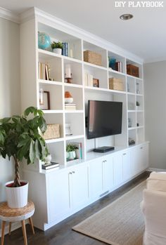 Built-in bookshelves can add major style & function to any family room space. Love all of the storage in this large unit, plus you can showcase so many accessories.