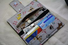http://www.burdastyle.com/projects/organizer-wallet/instructions/1