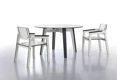JIG to duży, okrągły stół wykonany z bardzo wytrzymałego materiału hpl.
