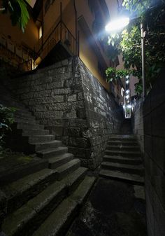 夜散歩のススメ「石垣の間の抜け道」 東京都港区高輪