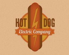 HOT DOG [2/2] ■ Tout commence à cause du chien apporté par les immigrants allemands : le teckel. Cet animal, souvent comparé à la saucisse de Frankfort également apportée par les immigrants allemands, aurait donné son nom à la saucisse vendue dans la rue, pour railler l'origine douteuse de la viande. De fait, vers 1890, les stands ambulants étaient appelés Dogs Carts… Chaque année a lieu le Championnat International de Hot Dogs dans l'un des plus vieux restaurants de Coney Island, le…