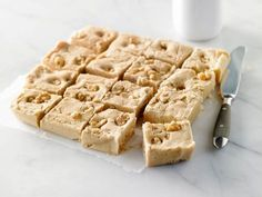 This is our best maple cream, with or without nuts. It's a decadent dessert that makes a great gift, for others or yourself. A sure bet! Sin Gluten, Toffee, Maple Fudge, Yummy Treats, Yummy Food, Cream And Fudge, Peanut Butter Fudge, Frozen Desserts, Frozen Yogurt