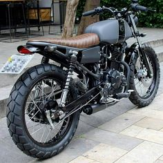 Take a peek at a variety of my most desired builds custom-made scrambler ideas Cb400 Cafe Racer, Suzuki Cafe Racer, Cafe Racer Bikes, Custom Cafe Racer, Cafe Racers, Retro Bike, Retro Motorcycle, Scrambler Motorcycle, Triumph Scrambler