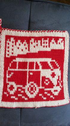 Ravelry: DF-Topflappen VW Käfer pattern by maku flo Crochet Potholders, Double Knitting, Washing Clothes, Pot Holders, Ravelry, Christmas Sweaters, Coasters, Crochet Patterns, Blanket