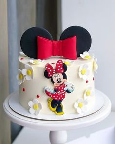 31 chic DIY easter decoration for dressing the dining table – Party supplies Torta Minnie Mouse, Minnie Cake, Mickey Cakes, Mickey Mouse Cake, Mini Mouse Birthday Cake, Baby Birthday Cakes, Mickey Birthday, 2nd Birthday, Gateau Baby Shower