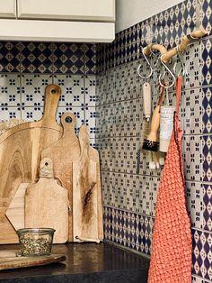 ATELIER RUE VERTE , le blog: Décorer et désencombrer sa cuisine sans percer les murs Rue Verte, Blog, Kitchens, Custom Headboard, Wood Interiors, Atelier, Walls, Blogging, Kitchen