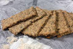 Ukusni i veoma zdravi krekeri ili hrskavi hljeb od integralnog brašna, sjemenki, ovsenih pahuljica i maslinovog ulja. Zdrava grickalica! Cookie Recipes, Snack Recipes, Healthy Recipes, Snacks, Posna Predjela, Turu, Healthy Food Choices, Kitchen Recipes, Cake Cookies