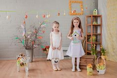 Easter photo ideas for kids. Easter bunny, eggs, flowers.