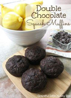 Double Chocolate Squash Muffins - Graceful Little Honey Bee Yellow Squash Muffins, Yellow Squash Recipes, Summer Squash Recipes, Summer Squash Bread, Chocolate Zucchini Bread, Chocolate Muffins, Chocolate Cake, Homemade Chocolate, Chocolate Chips
