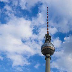 Fernsehturm de Berlín- check out the observation deck when you're in Berlin- amazing views!