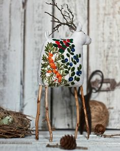 Art Fibres Textiles, Textile Fiber Art, Danish Christmas, Christmas Deer, Diy Unicorn Cake, Handmade Christmas Crafts, Tinsel Tree, Diy Crafts For Home Decor, Embroidery Hoop Art