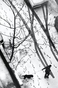 Andre Kertesz, sans titre 1977. André Kertész, was a Hungarian-born photographer known for his groundbreaking contributions to photographic composition and the photo essay. Wikipedia