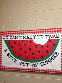 spring bulletin board Love the tablecloth print in the background. What a fun spring bulletin board just in time for summer! Cafeteria Bulletin Boards, Summer Bulletin Boards, Preschool Bulletin Boards, Classroom Board, Classroom Bulletin Boards, Classroom Decor, Summer Bulliten Board Ideas, Preschool Door, Science Classroom