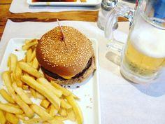 Nada como um hambúrguer vegano e uma cerveja sem álcool numa sexta-feira.