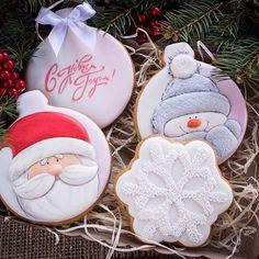 Наконец-то и меня новогодит Набор #8 #имбирноепеченье #имбирныепряники #расписныепряники #новыйгод #новыйгод2017 #новогодниепряники #новогоднеепеченье #пряникикновомугоду #christmas #christmascookies #newyear #newyearcookies #icing #royalicing #icingcookies #cookies #подароккновомугоду #подарокднепр #подарокднепропетровск #днепр #днепропетровск #пряникиднепропетровск #пряникиднепр
