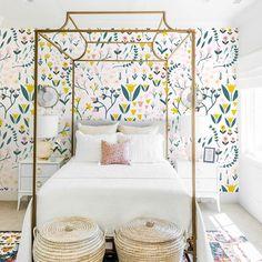 Flower Garden (Bouquet) Little Girl Wallpaper, Green Wallpaper, Home Office Decor, Diy Home Decor, Wall Decor Crafts, Master Bedroom, Bedroom Decor, Functional Kitchen, Smart Home