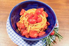 #Pasta #Friss dich dumm Pasta #Zitronennudeln mit geschmolzenen Tomaten und frischem #Rosmarin