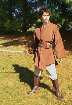 Clothing and Costumes Inspired by the Star Wars Universe from Twin Roses Designs. Costume Re-Creation and Construction by Andrea Wakely. Cosplay Star Wars, Jedi Cosplay, Star Wars Costumes, Female Jedi Costume, Traje Jedi, Larp, Star Wars Sith, Star Wars Outfits, Into The Fire